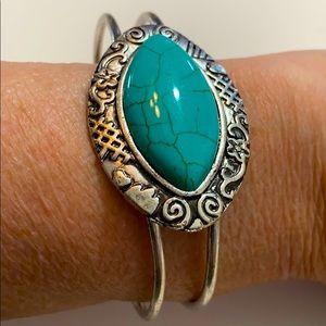 Turquoise & Silver Southwestern Style Bracelet OS